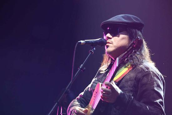 周云蓬,盲诗人、民谣歌手
