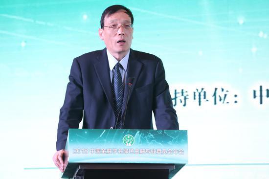 图为中国环境与发展合作委员会中方首席顾问、全国政协经济委员会副主任国务院发展研究中心原副主任刘世锦