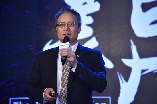 南方基金总经理杨小松发表获奖感言。