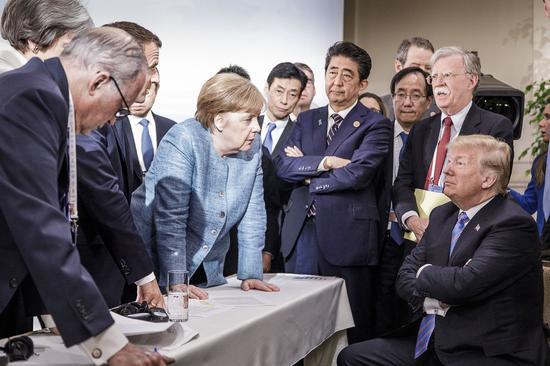 """图为上个月G7峰会上的""""神照""""。(来源:华尔街日报)"""