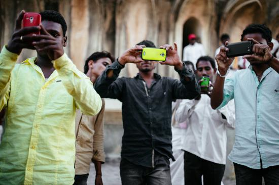 """""""美媒:中国企业统治印度手机市场 苹果都要靠边站"""