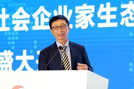 上图为华泰保险集团董事长兼首席执行官王梓木先生