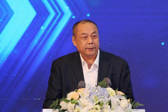 图为《银行家》杂志主编王松奇
