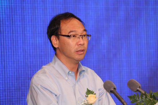 图为中国银行业协会秘书长黄润中