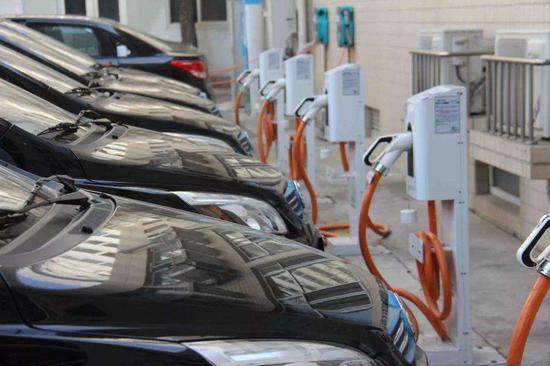 杨德龙:大力发展新能源摆脱对石油过度依赖