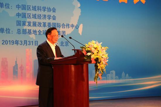 中国国际经济交流中心常务副理事长、国务院研究室原主任魏礼群致辞