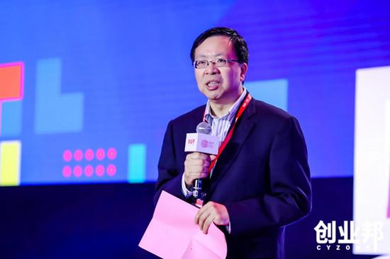 上海市嘉定区委常委、副区长沈华棣