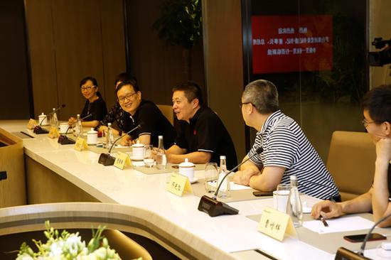 新浪董事长兼CEO、微博董事长曹国伟在座谈会上发言