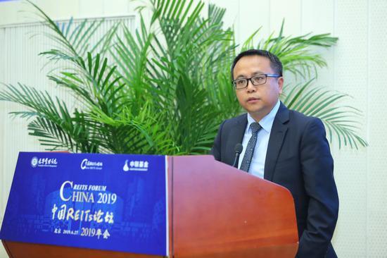 北边京父亲学光辉办学院金融学教养任命、北边父亲光辉中国REITs切磋中心实行主任张峥