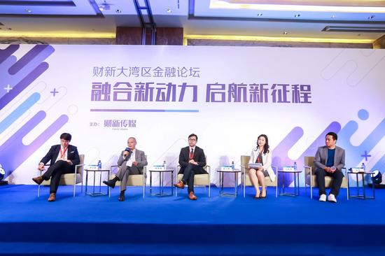 现场:华盛证券CEO张霆参与圆桌讨论(右一)