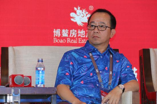 巴曙松怼刘伟:房企规模为何往多说?做营销可以吹?