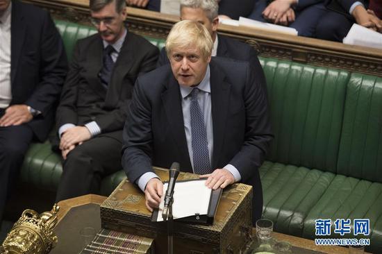 9月4日,正在英国伦敦,英国辅弼约翰逊(前)正在议会下院讲话。新华社收(英国议会拍照师杰西卡·泰勒摄)