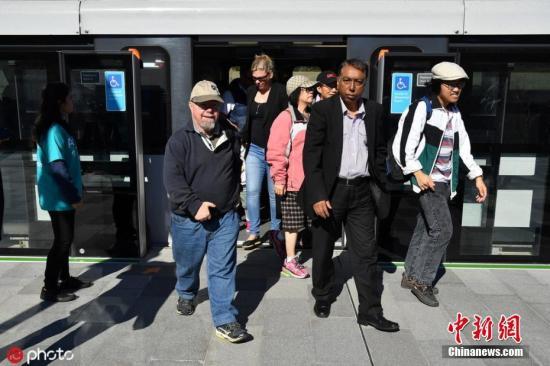 材料图:乘坐天铁通勤的澳年夜利亚公众。图片滥觞:ICphoto