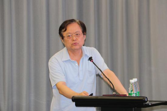 国务院发展研究中心宏观研究部研究员魏加宁发表演讲