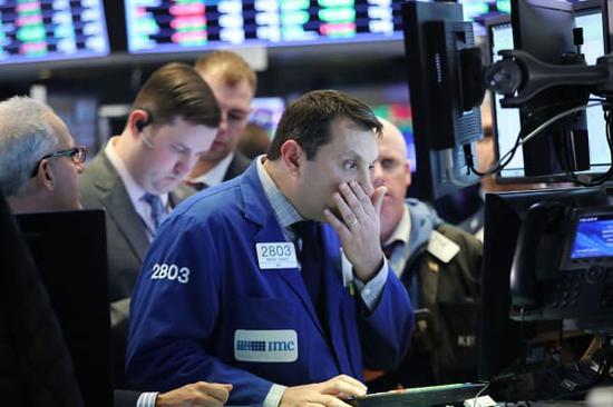 尾盘:美股维持跌势 道指跌850点