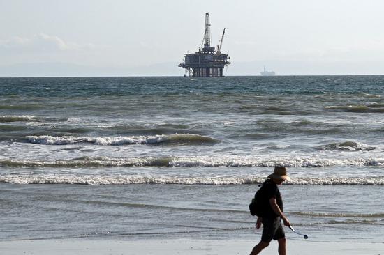 周一美油收高5.9% 布油涨5.1%