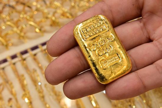 周二黄金期货收跌1.8% 期银收跌4.5%