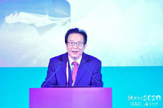 潘光伟:加大信贷支持调降贷款利率 银行业抗疫取得四方面积极成效