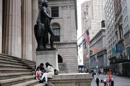 收盘:美股小幅收高 标普指数录得连续第4个月上涨