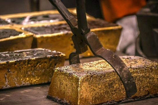 黄金期货周四收高0.4% 收于每盎司1800美元