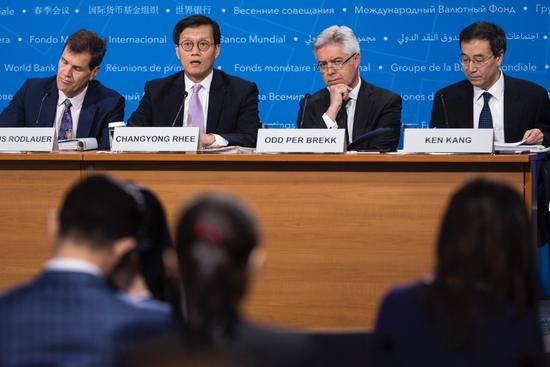 """IMF:近期担忧贸易战 """"未富先老""""成中长期主要风险亚太地区"""