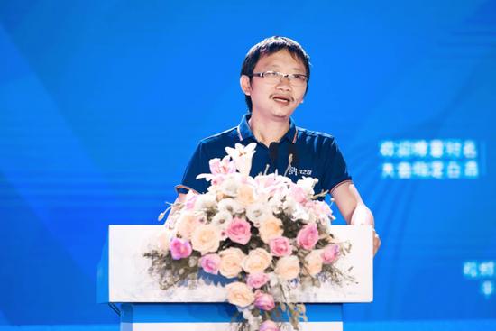 著名大数据专家,电子科技大学大数据中心主任、教授周涛