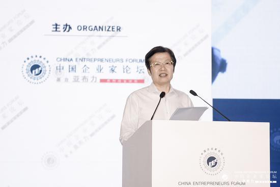 工商联主席:民营企业家要自觉稳就业、求创新
