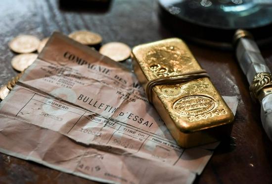 黄金期货周五收跌0.1% 白银期货收高0.2%。