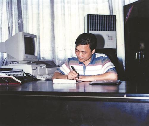 1998年李书福在路桥工作照