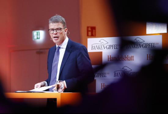 Christian Sewing 9月4日在法蘭克福出席《德國商報》銀行業峯會。