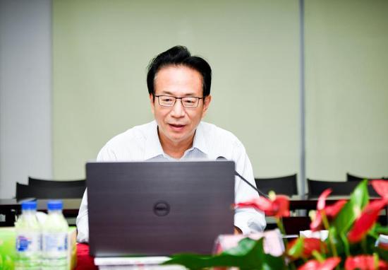 潘光伟:全力支持经济社会恢复发展 助市场主体渡过难关