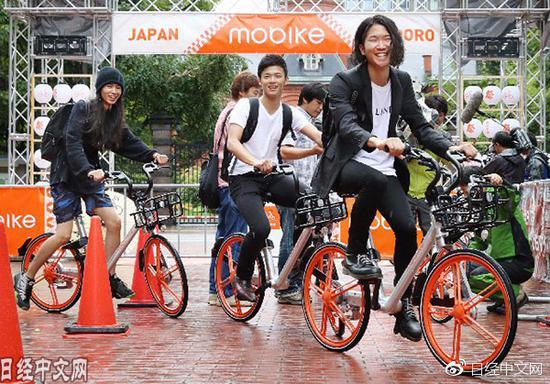 日本青少年争相骑摩拜单车