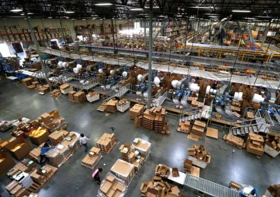 2016年11月,美国加州,电商Newegg的仓库。 REUTERS/Mario Anzuoni