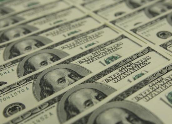 资料图片:2011年11月,美元纸币。REUTERS/Laszlo Balogh