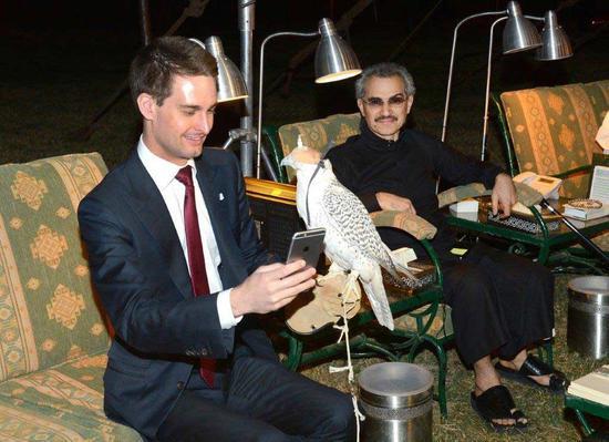 Snap创始人埃文-斯皮格尔与沙特王子阿尔瓦利德-本-塔拉勒