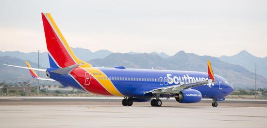 美国西南航空警告明年或让6800多员工停薪休假