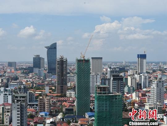材料图:建立中的柬埔寨金边郊区。中新社记者 黄耀辉 摄