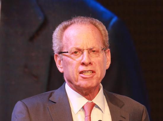 美国经济学家、哈佛大学教授罗伯特·巴罗