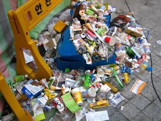 韩国的废品回收公司以无利可图为由不再回收塑料瓶