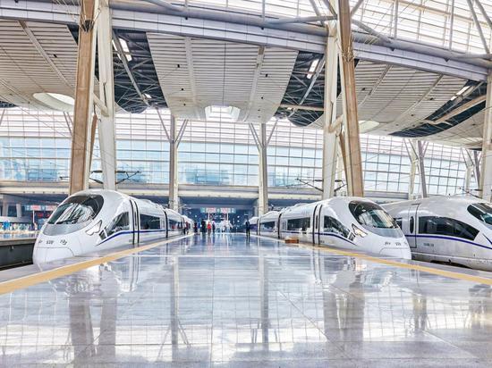 美国记者体验中国高铁 感叹美国基础设施太落后
