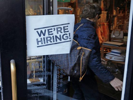 美国职位空缺数18年来首超失业人数
