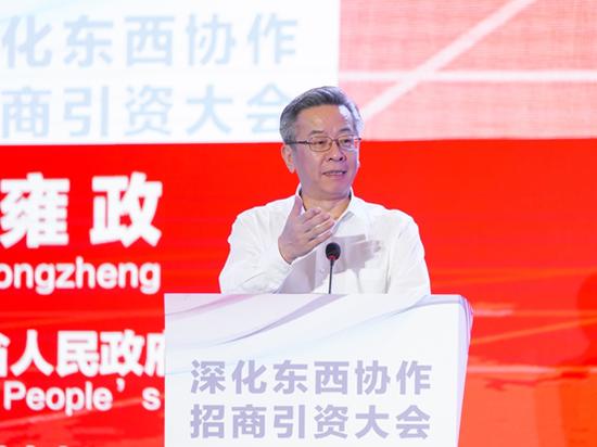 贵州省副省长卢雍政