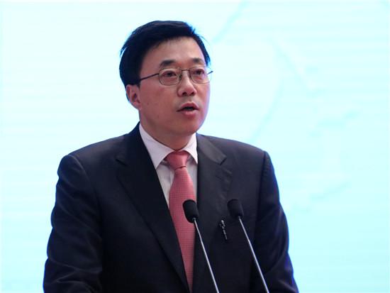 """""""星光中国芯工程""""总指挥,芯片技术国家重点实验 室主任,中国工程院院士邓中翰"""