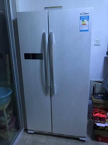 图2-2 新时代家中冰箱