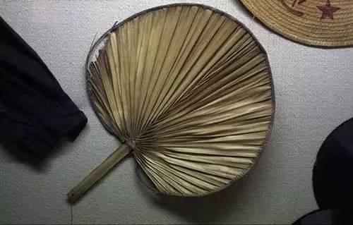 """图2-4 纳凉神器""""蒲扇"""""""