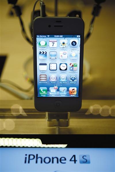 2011年12月7日,紐約蘋果店的iPhone 4s。 圖/視覺中國