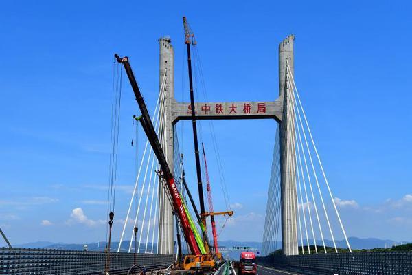 世界最长、中国首座跨海峡公铁两用桥公路段已可通车