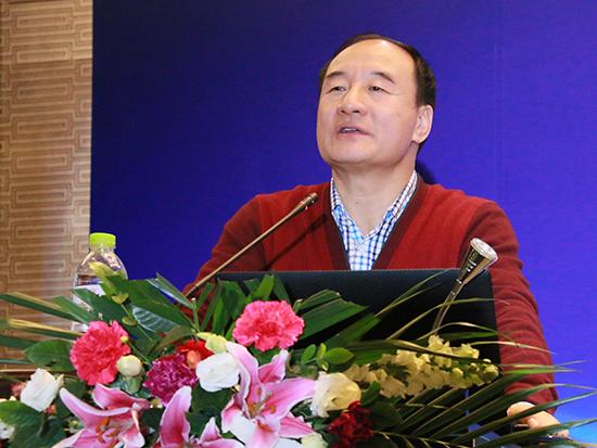 中国农业大学经济学教授、中国期货市场创始人常青博士(图片来源:新浪财经 顾国爱 摄)