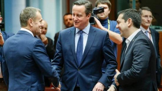 英国辅弼卡梅伦(中)、欧洲理事会主席图斯克(左)和希腊总理齐普拉斯(右)列席了峰会。(图像来历:法新社)