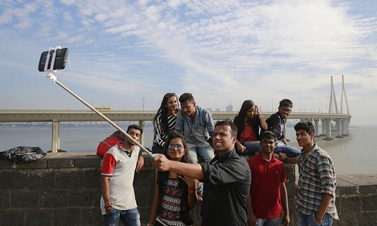 印度人对自拍的爱好使人咋舌